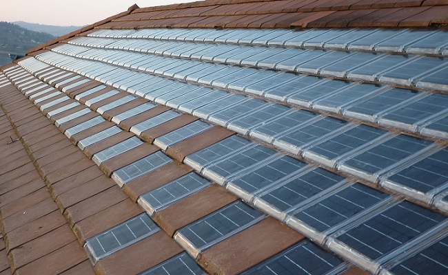 Impianti fotovoltaici integrati e tegole fotovoltaiche la for Tegole del tetto della casetta